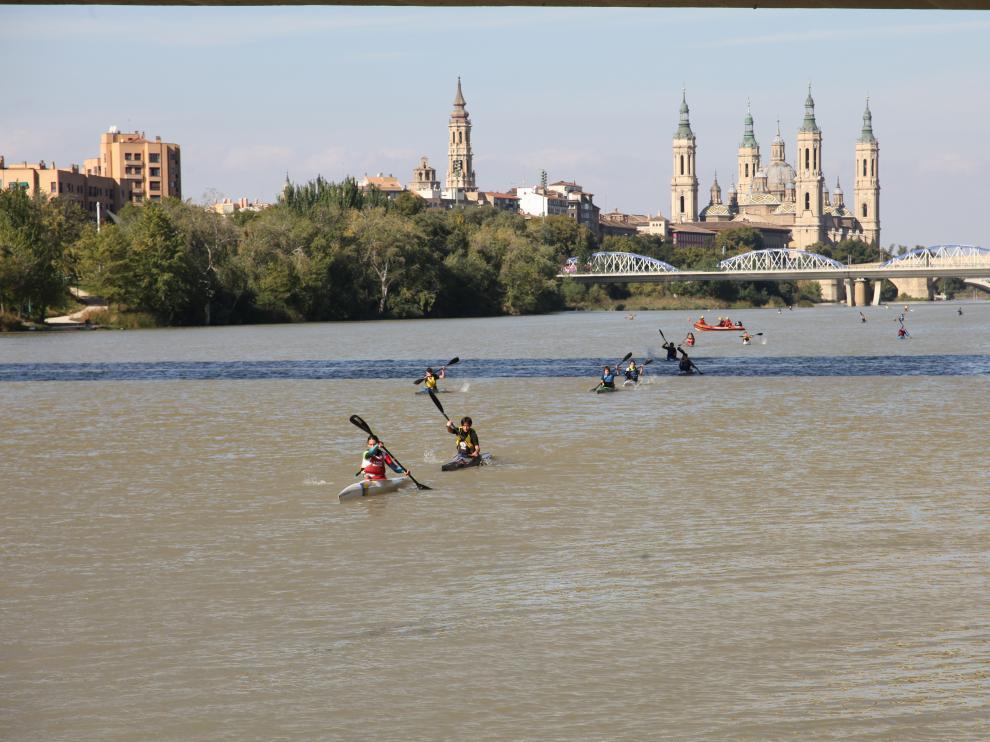 Trofeo Ibercaja Ciudad de Zaragoza celebrado este domingo en el río Ebro.