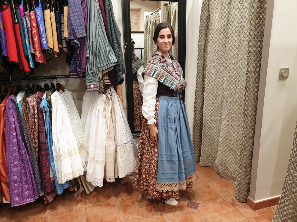 La cantante zaragozana Elem, vestida de baturra