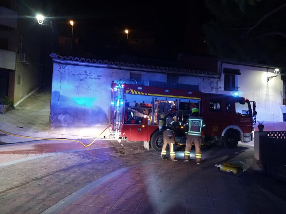 Bomberos de la DPH atendiendo el incendio de Castejón del Puente.