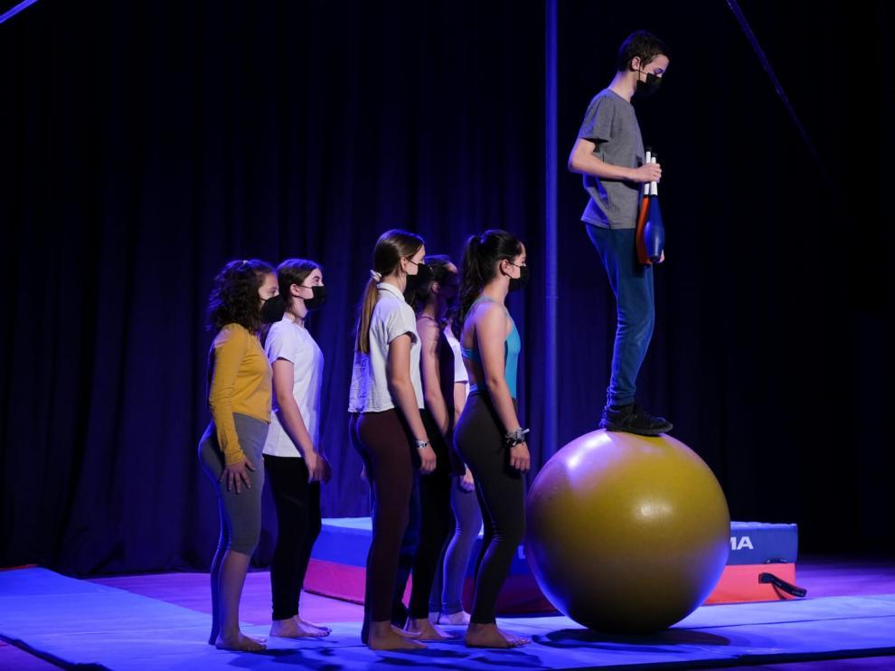 Ensayos del Festival de Circo Joven que actúa este miércoles en el Centro Cívico La Almozara