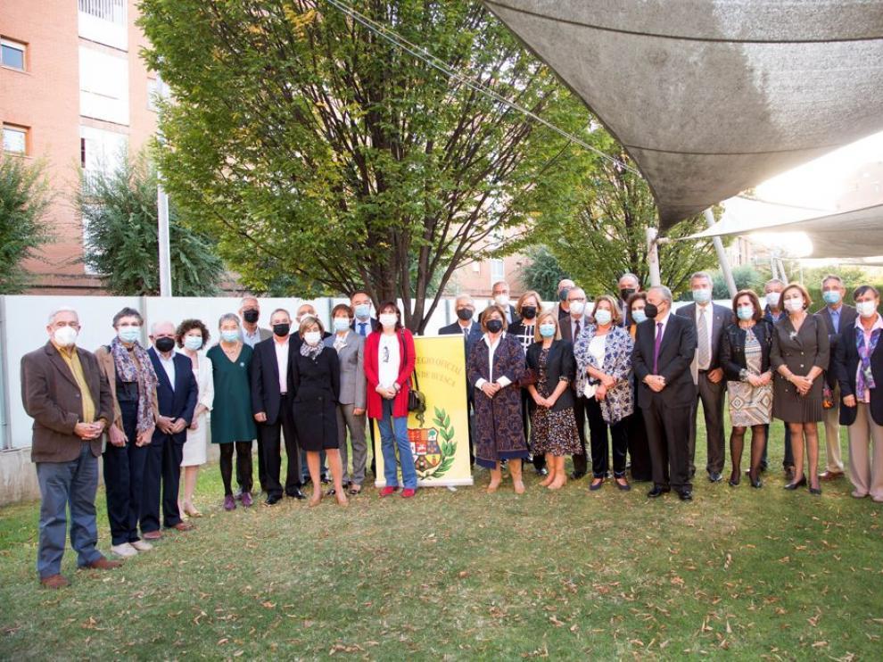 Fotografía de familia del acto celebrado por el Colegio de Médicos de Huesca.