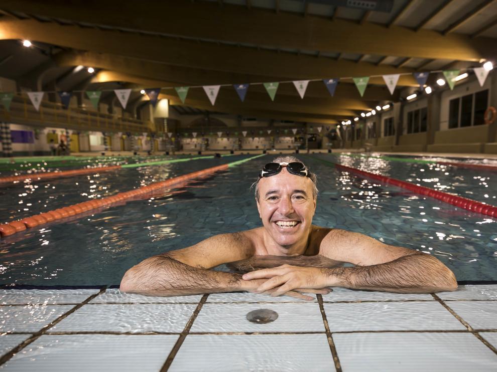 Jorge Azcón, en la piscina del Stadium Casablanca.
