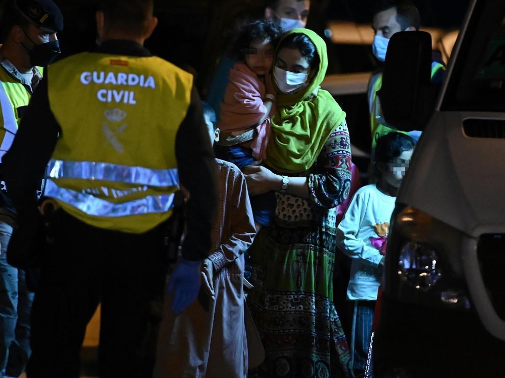 Los refugiados afganos llegando a Torrejón de Ardoz.