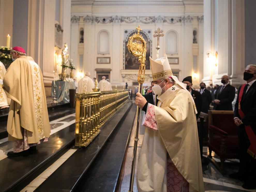 El arzobispo de Zaragoza en la misa del Día del Pilar.