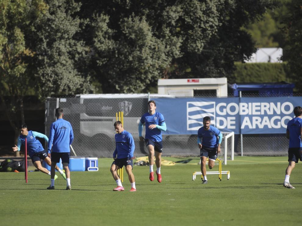 La SD Huesca se ejercitó este martes tras el derbi con el Real Zaragoza.