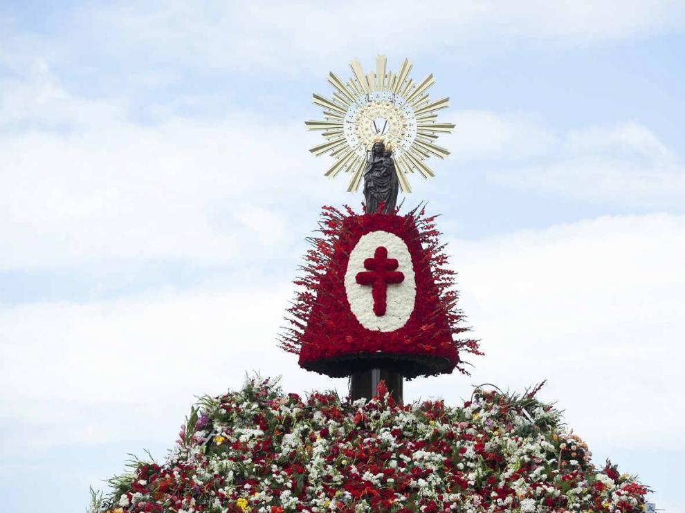 La Virgen del Pilar llena de flores en el Día del Pilar el 12 de octubre en Zaragoza en una foto de archivo