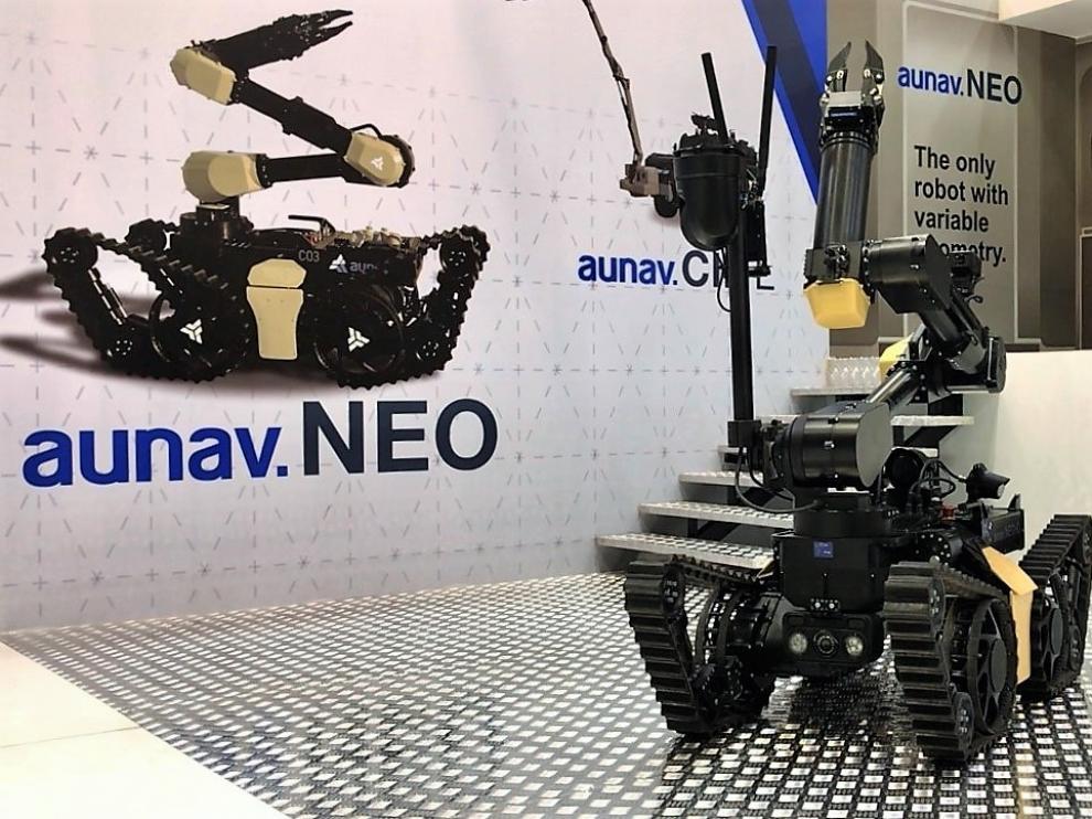 El robot aunav.Neo en su expositor de Idex 2021.