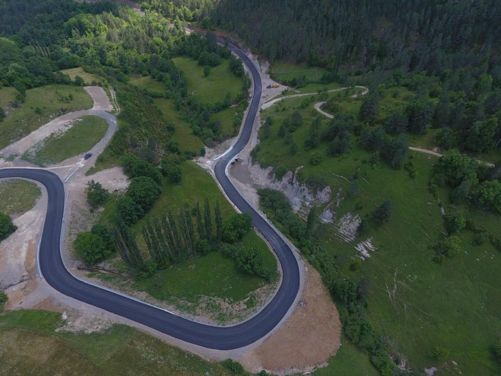 Imagen de la carretera de Espés tras su compleja mejora integral.