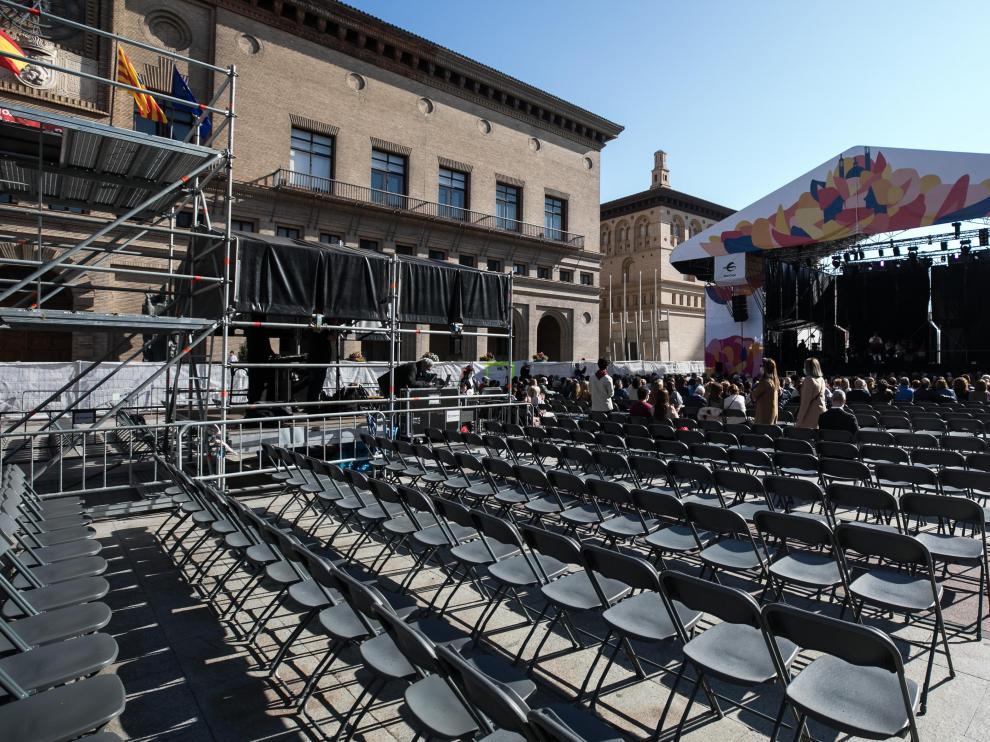 Las actuaciones de jota en el escenario del Pilar la mañana del domingo.