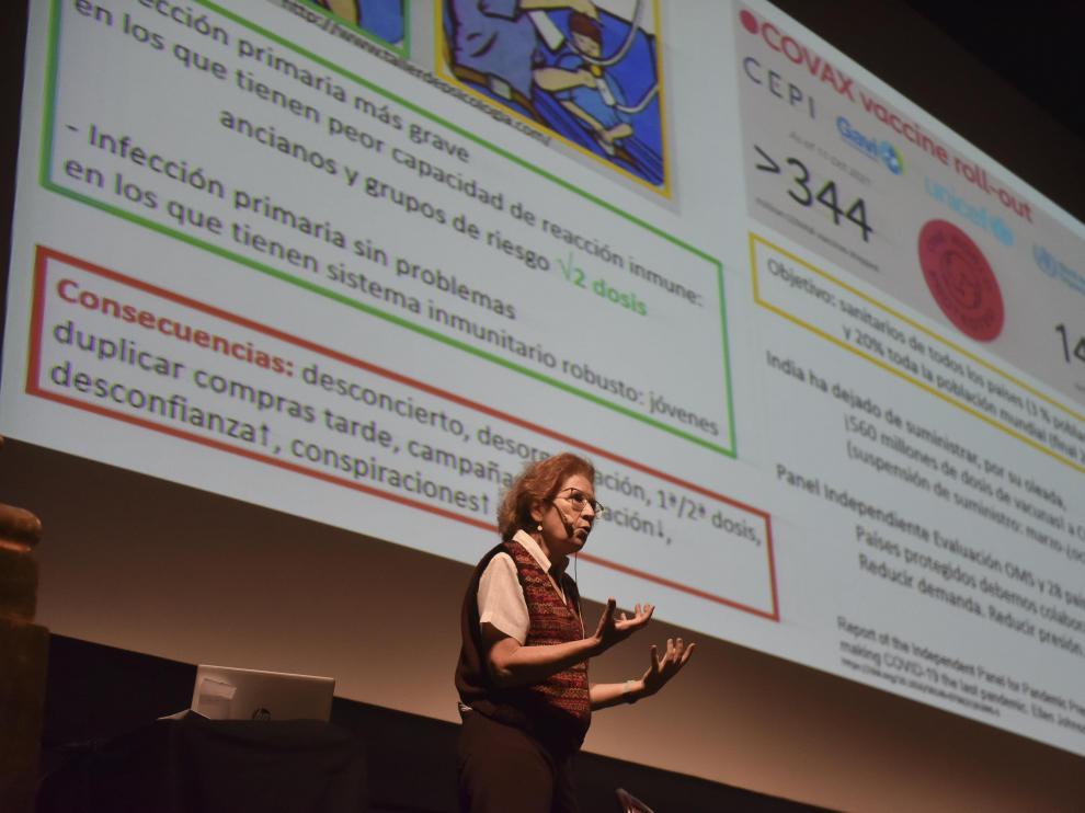 Margarita del Val, en el ciclo de conferencias de la UIMP en el Teatro Olimpia de Huesca.