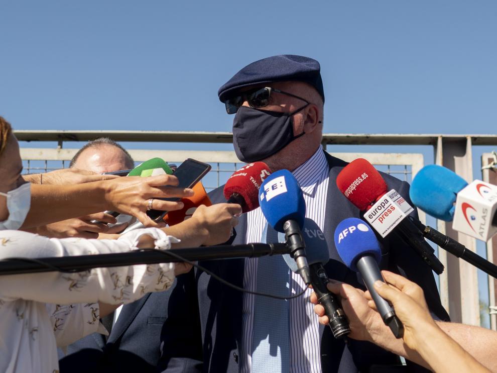 El ahora comisario jubilado José Manuel Villarejo responde a los medios a su salida de la Audiencia Nacional.