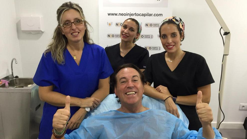 El periodista Pipi Estrada acudió a la clínica de la doctora Moreno para realizarse un trasplante capilar y una liposucción de papada.