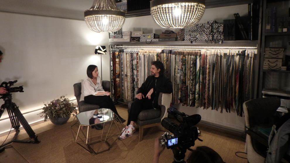Berna en una entrevista en el estudio de Débora Labarta