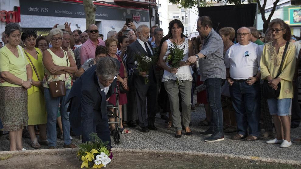 Concentración en el barrio de Jesús por los atentados de Barcelona y Cambrils