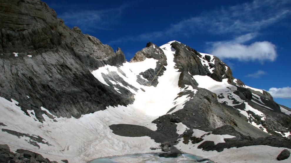 Imagen reciente de Monte Perdido, con nieve, que enmascara el glaciar.