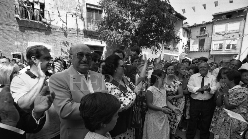 Fallece Montserrat Caballé. La soprano Montserrat Caballé cantó en el homenaje que la localidad de Villarroya de la Sierra (Zaragoza) le brindó a su marido el tenor aragonés Bernabé Martí en 1989. Disfrutaron de un día inolvidable y la localidad puso el nombre del tenor a la calle en la que nació.