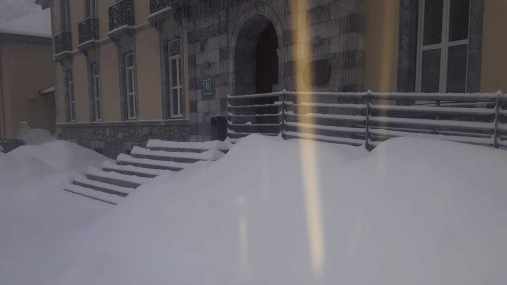Desalojan el balneario de Panticosa por las fuertes nevadas