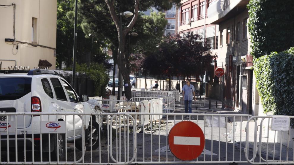 Tala de pinos en la calle de Emilio Solano