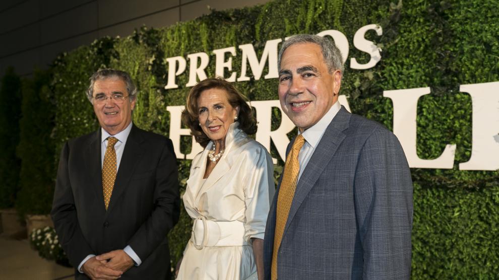 Soláns, Cañada y Golden, los tres galardonados, en la gala ceLebrada en la plaNta de impresión de HERALDO.