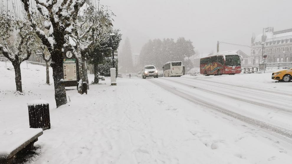 Nieve en Canfranc este viernes.