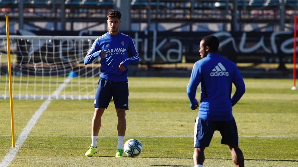 Antes de su presentación, Javi Puado ya se ha unido al equipo y ha protagonizado su primer entrentamiento con el Real Zaragoza en la Ciudad Deportiva.