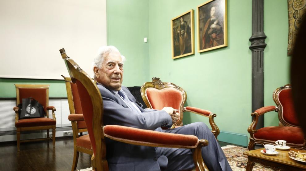 El premio Nobel Mario Vargas Llosa ha cerrado el ciclo 'Trayectorias' de la Universidad de Zaragoza
