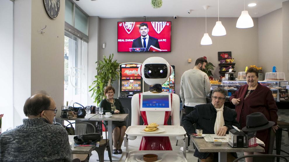 La cafetería Atrapasueños experimenta con un androide