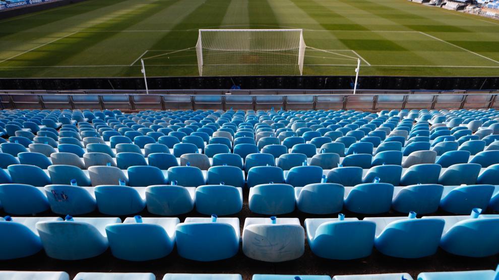 Ambiente en los alrededores de La Romareda a unas horas de que dé comienzo el partido entre el Real Zaragoza y el Real Madrid.