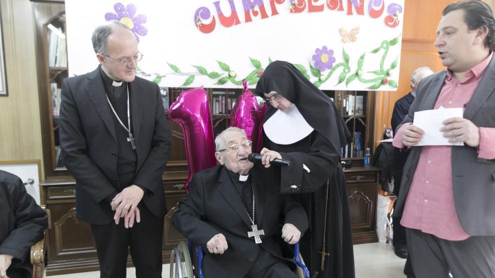 Fiesta por el 104 cumpleaños de Damián Iguacén.