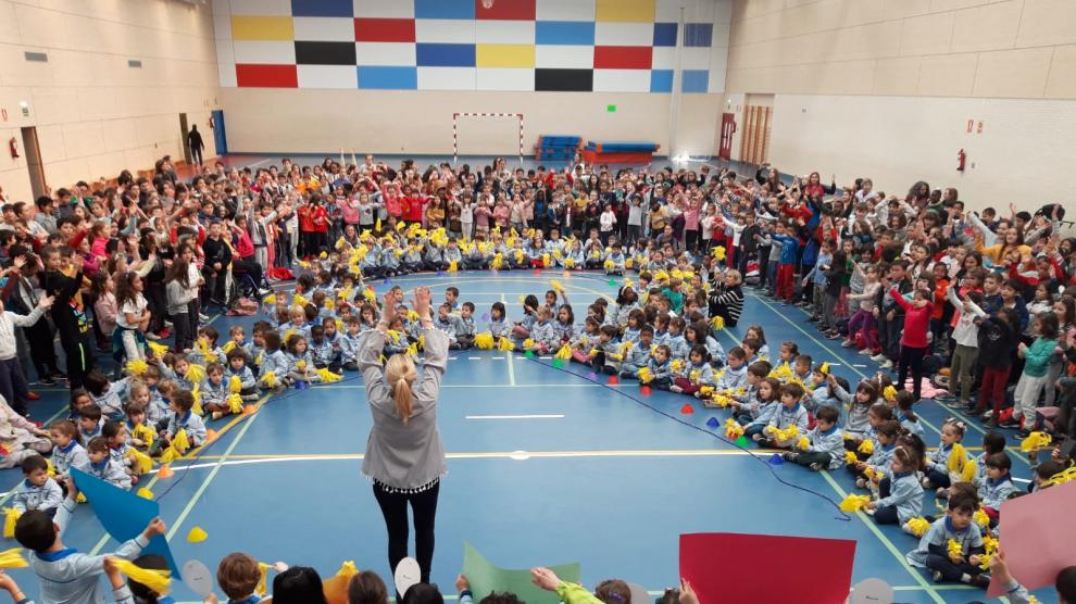 Los escolares aragoneses apoyan a los alumnos con cáncer