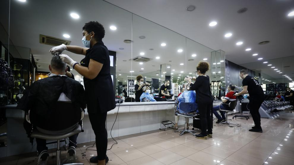 Reabren las peluquerías en Zaragoza