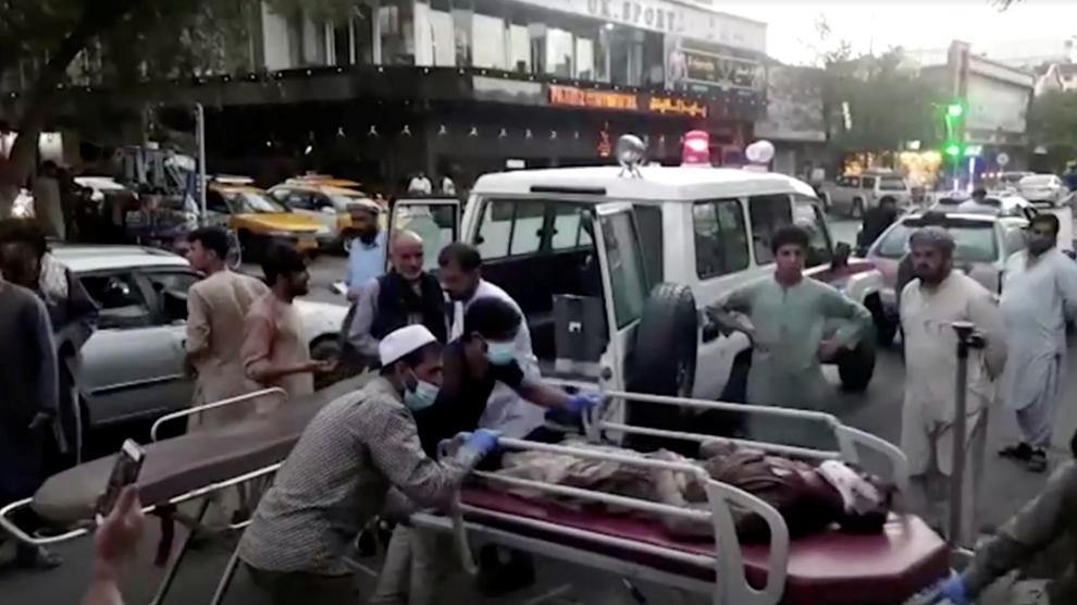 Última hora Afganistán: Más de 60 muertos y 150 heridos en el doble  atentado terrorista junto al aeropuerto de Kabul