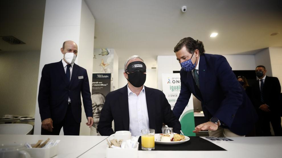 Desayuno a ciegas en la ONCE