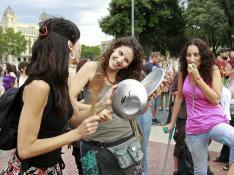 'Caceroladas' en varias ciudades contra el rescate