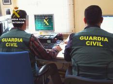 Agentes de la Guardia Civil durante una investigación.