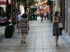 Ambiente de las calles de Zaragoza en un atípico 15 de agosto.