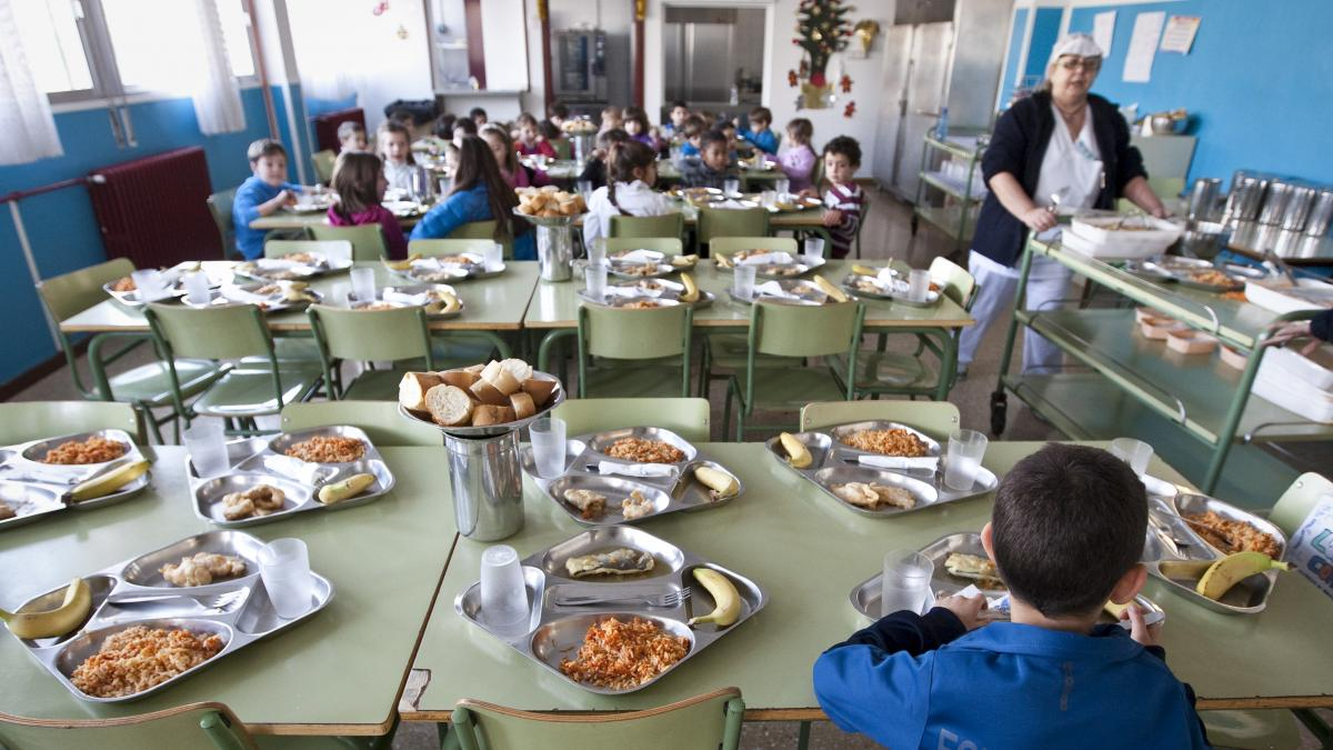 Más de 23.000 niños aragoneses tendrán beca de comedor o libros de texto