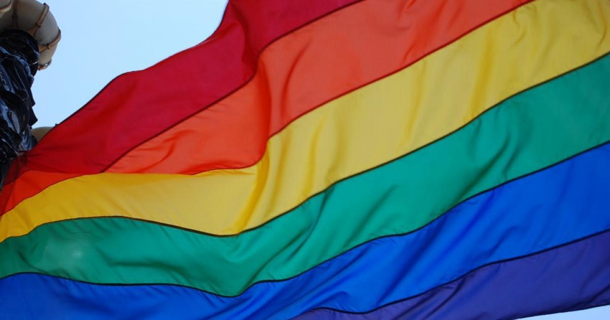 cuantos colores tiene la bandera gay