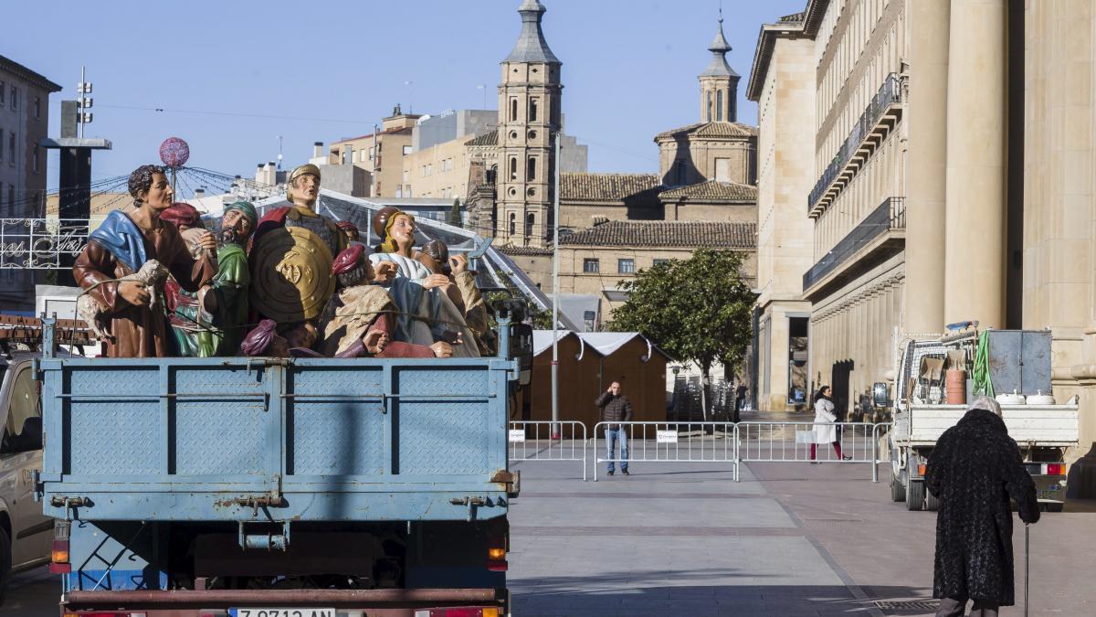 f93d5dad655 Comienza el montaje del Belén gigante de la plaza del Pilar ...