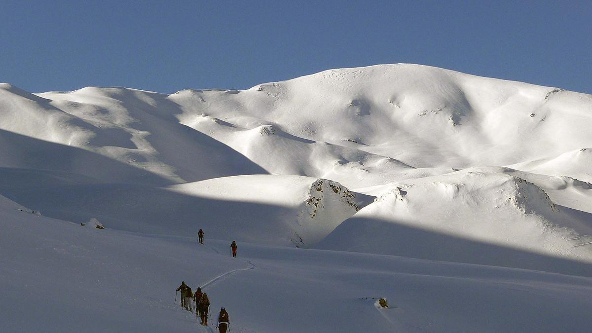 Rutas con esquís: ascensión invernal al pico Canal Roya