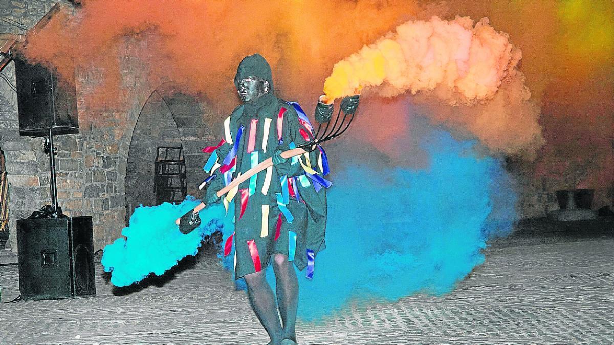 Unas 450 personas participan en la centenaria recreación de La Morisma de Aínsa