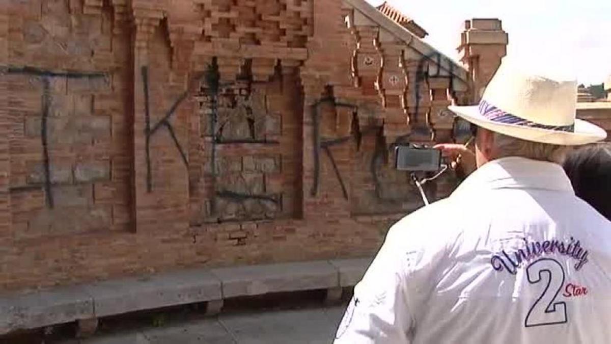 616cdf930e00c Indignación en Teruel por una pintada en la Escalinata del Paseo del Óvalo