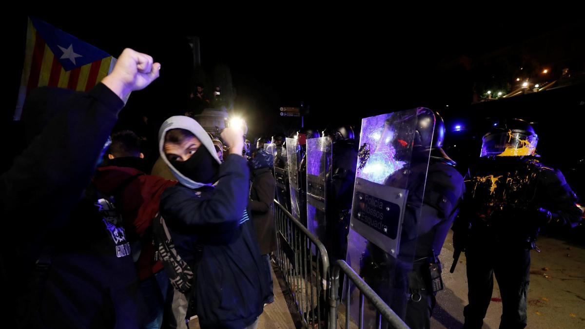 Unos 40 mossos alertan a los visitantes del MWC de que no pueden garantizar la seguridad