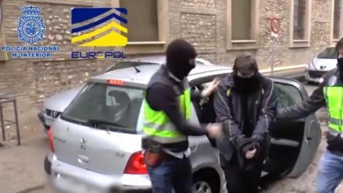 El zaragozano detenido por dirigir una web neonazi ocultaba 2.690 fotos y vídeos pedófilos