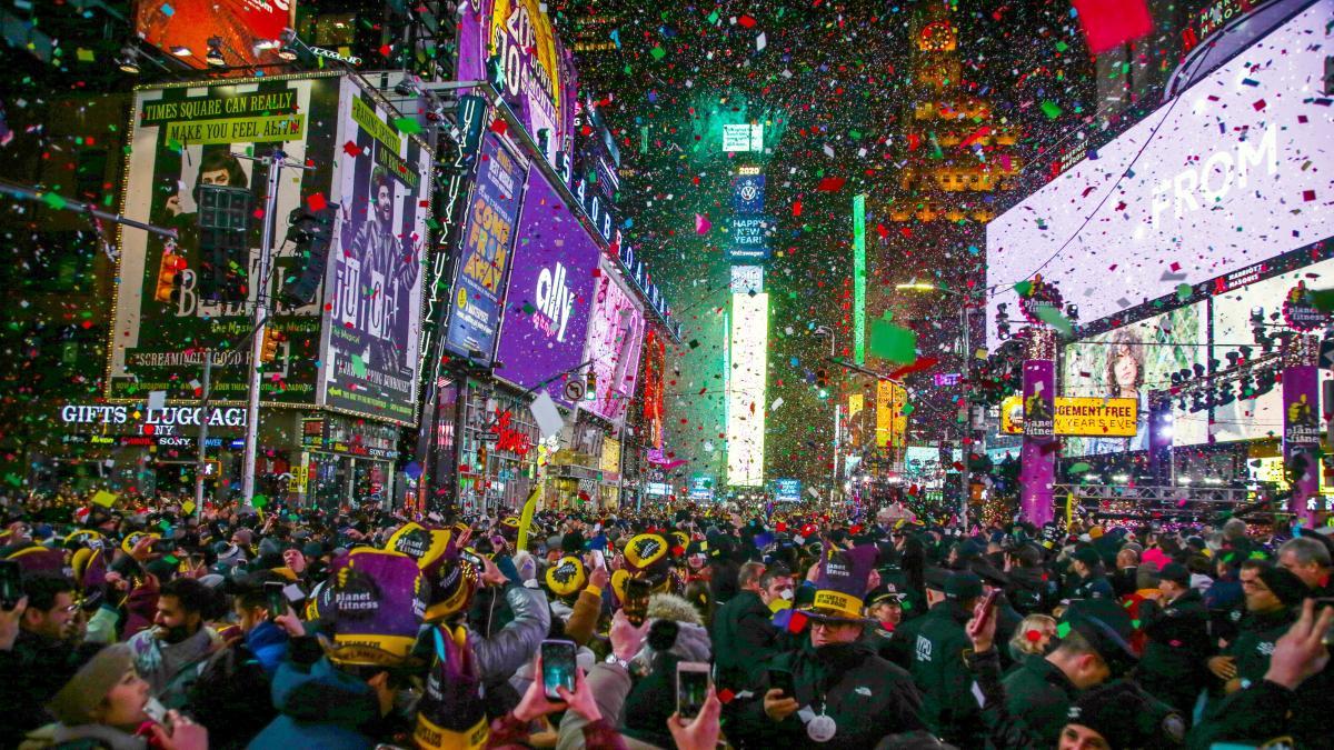 New-years-eve-celebr-33431190