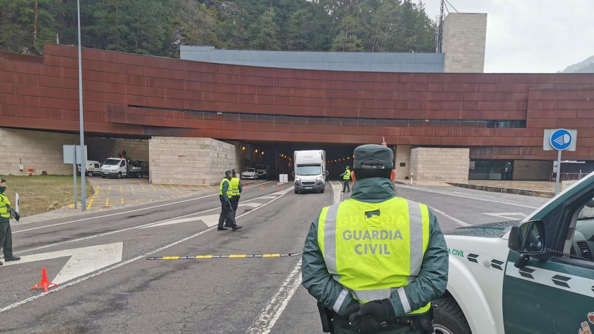 Una mujer escupe a siete guardias civiles al ser arrestada en Cuarte y luego da positivo en coronavirus