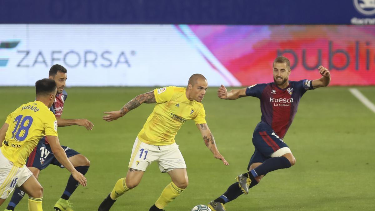 Sólo el Zaragoza vence de los 4 primeros clasificados. Cadiz y Huesca empatan y el Almeria pierde en casa en lo que supone la despedida de Guti del banquillo rojiblanco.