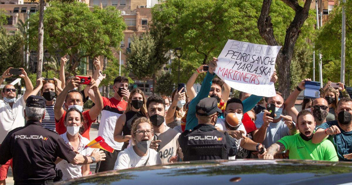 Insultos, gritos y golpes como recibimiento a Pedro Sánchez en Ceuta