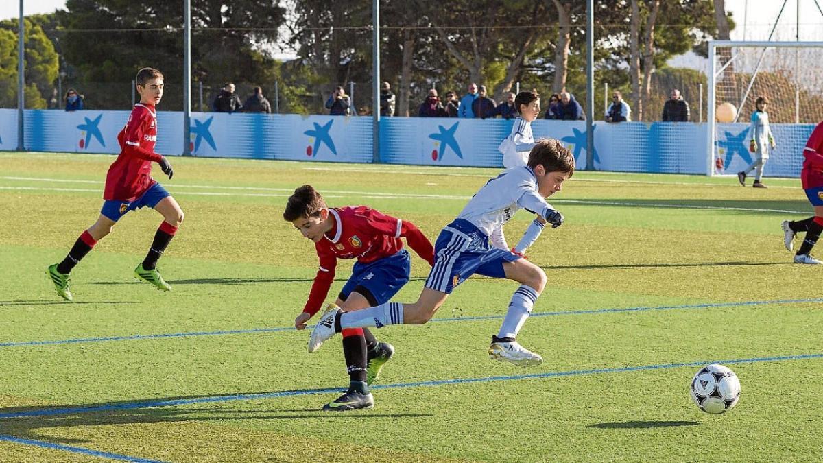 El Zaragoza estrecha lazos con 160 clubes de la Comunidad  a79587eebeae2